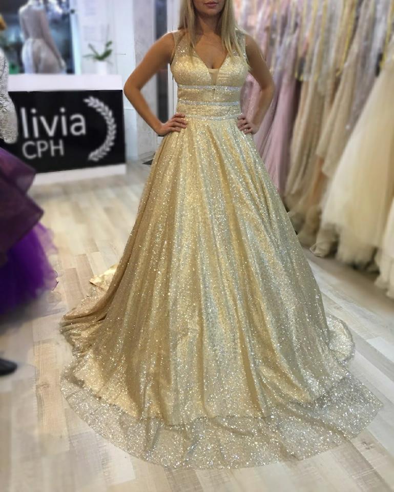 Efterstræbte Smuk kjole i guld og glimmer fra Olivia CPH – Dit Frederiksberg KY-27