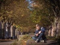 Oliver Brix nyder efteråret. Foto af Lone Rasmussen