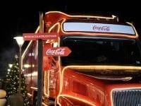 Coca-Cola julelastbilen kommer forbi