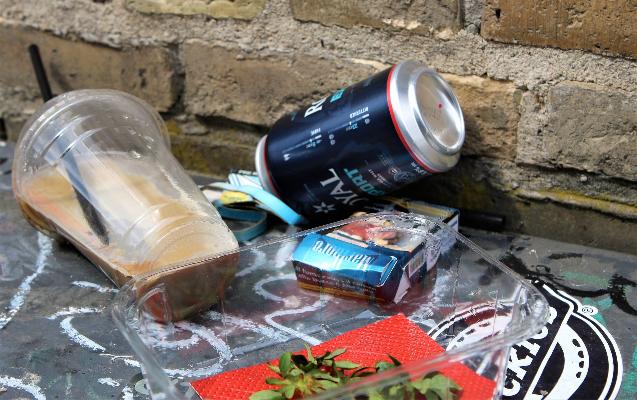 Skraldespandene på Frederiksberg får pantholdere til flasker og dåser
