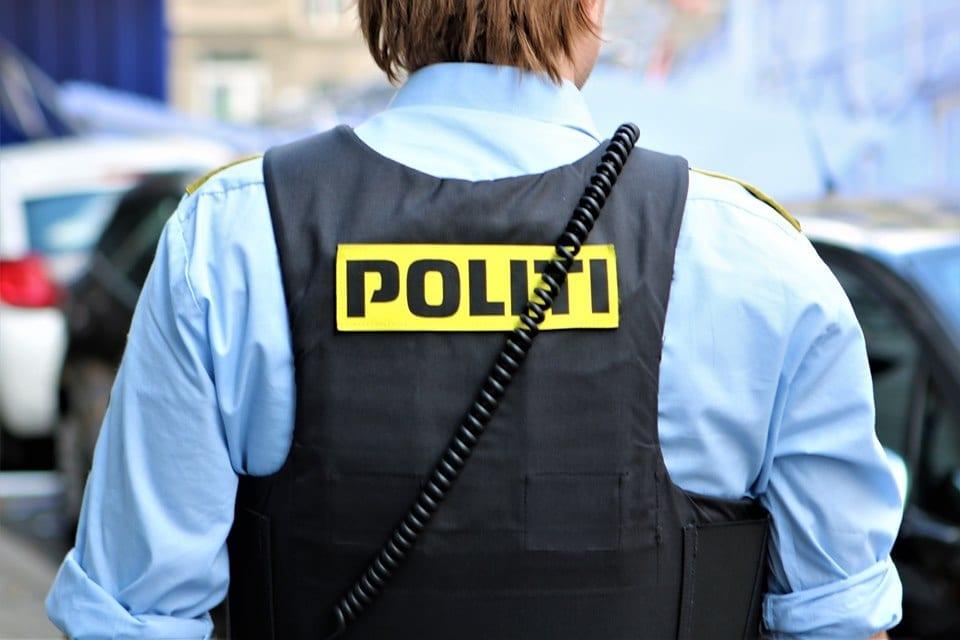 Mand tiltalt for at kaste brandbomber mod Christiansborg