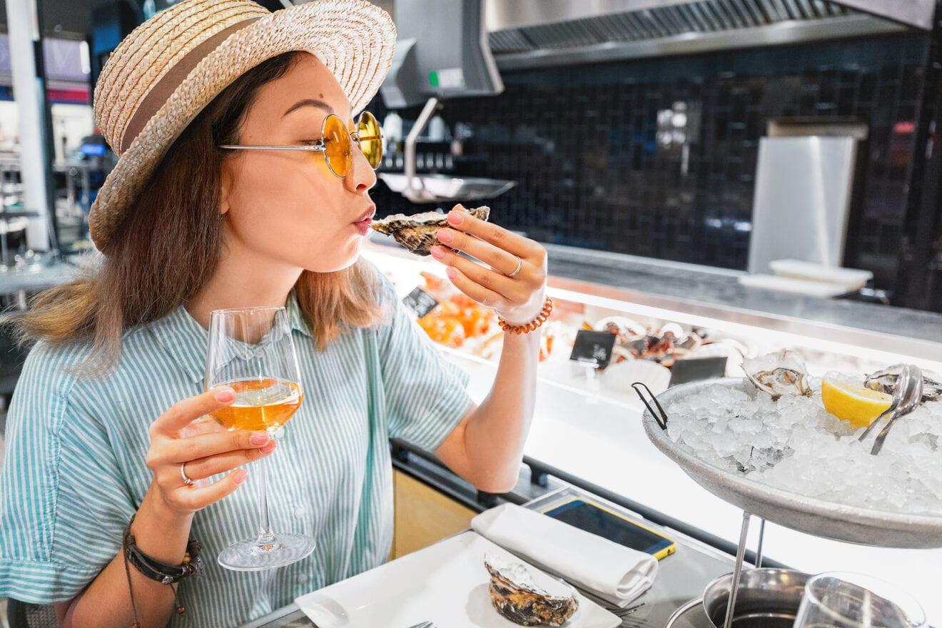 Derfor smager østers og champagne så godt sammen