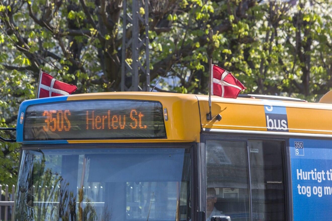 Hvorfor flager busserne søndag den 2. maj?